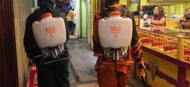 Gugus Tugas Semprot Disinfektan di Tiga Pasar Palangka Raya