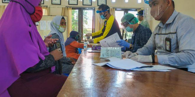 Berinovasi Urai Kepadatan Penerima BTL Kelurahan Kereng Bangkirai