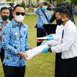 Wali Kota Palangka Raya Serahkan 209 SK CPNS Formasi 2019