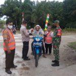 Babinsa dan Bhabinkamtibmas Kelurahan Menteng, Laksanakan Patroli Penegakan PPKM Berbasis Mikro