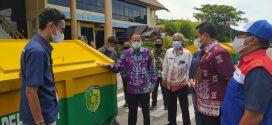 PT. Pertamina Serah CSR 4 Bak Kontainer Sampah Kepada Pemko Palangka Raya