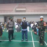 Babinsa Bukit Tunggal Awasi Prokes Salat Idul Fitri di GOR Indoor