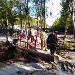 Babinsa Koramil Bukit Batu Komsos Diwilayah Tegakkan PPKM Mikro