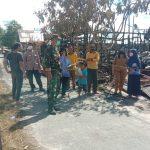 Babinsa Bereng Bengkel Dampingi Penyerahan Bantuan untuk Korban Kebakaran