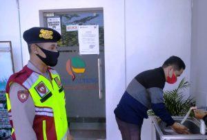 Jaga Keamanan Objek Vital, Personel Polsek Jekan Raya Ajak Masyarakat Disiplin Prokes Covid-19