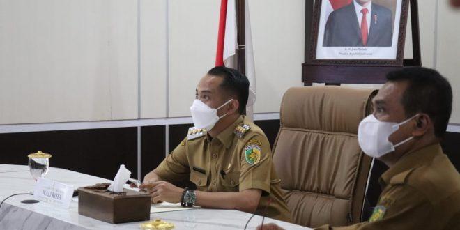 Pelaku Usaha Tandatangani Komitmen Pembatasan Penggunaan Kantong Plastik