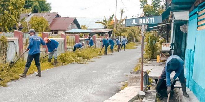 PUPR Kota Palangka Raya Bersihkan Drainase