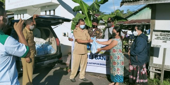 IGI Bagi 50 Paket Sembako Kepada Korban Banjir Petuk Katimpun