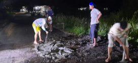Warga Simpei Karuhei Perbaiki Jalan Secara Swadaya